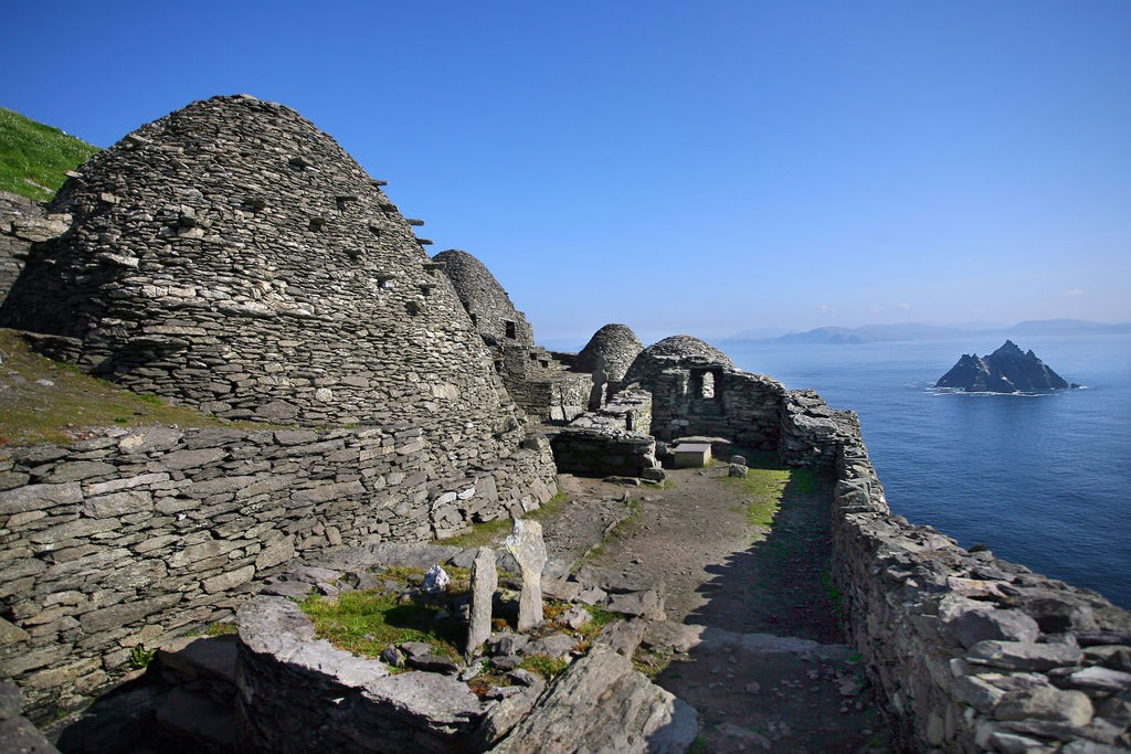 medium-skellig_michael_beehive115_july_2013_78